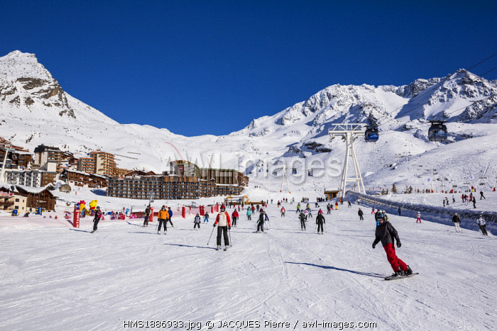 France, Savoie, Vanoise Massif, Vallee des Belleville, Les Trois Vallees (The Three Valleys) ski area, Val Thorens, cable railways of Peclet with a view of the Aiguille de Peclet (3561m)