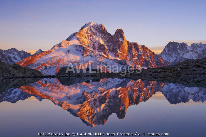 France, Haute-Savoie (74), aiguille Verte (4122m) at sunrise from lac Blanc, Mont-Blanc range