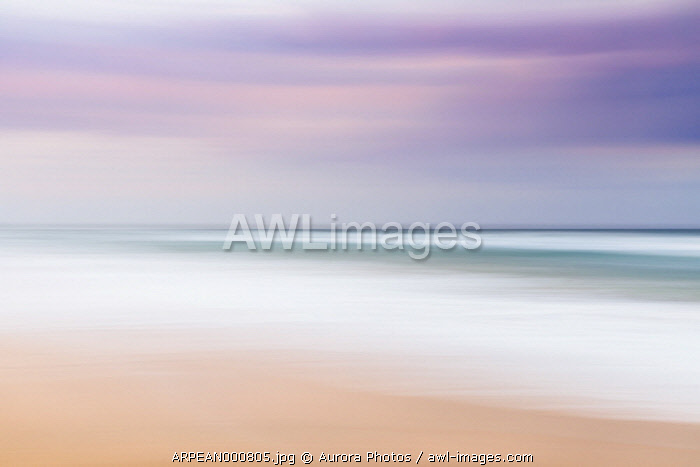 awl-images.com - Australia / Beautiful blurred abstract landscape of beach, Sunrise Beach, Queensland, Australia