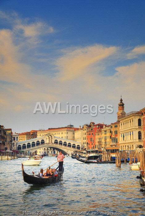 Italy, Veneto, Venice, Sestier of Rialto, Rialto Bridge