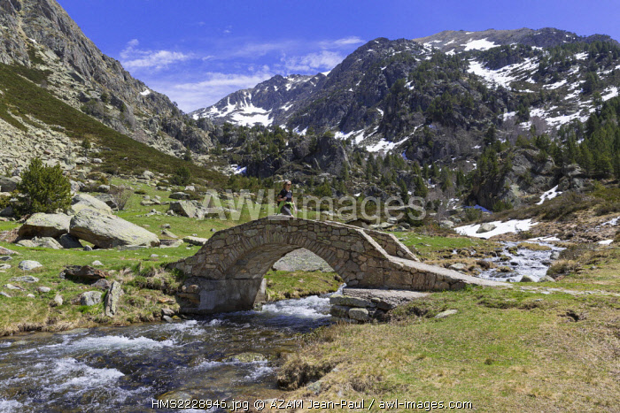 Andorra, Soldeu, Valira d'Orient, hiker in the Vall d'Incles between Soldeu and El Tarter