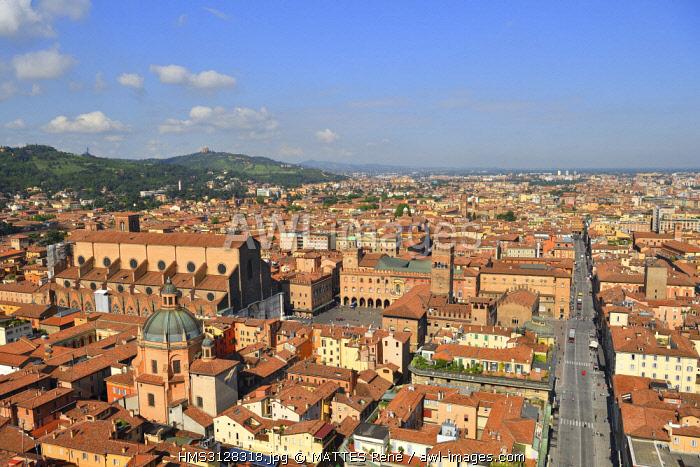 Italy, Emilia Romagna, Bologna, the old town with the Sanctuary of Santa Maria della Vita Baroque style designed by architect Giuseppe Tubertini dome and the Piazza Maggiore