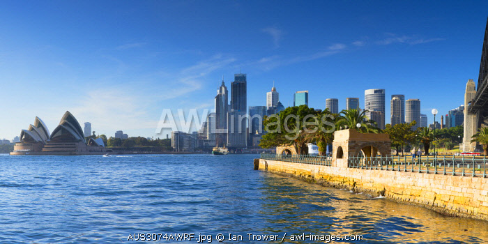 awl-images.com - Australia / Sydney Harbour Bridge, Sydney Opera House and skyline, Sydney, New South Wales, Australia