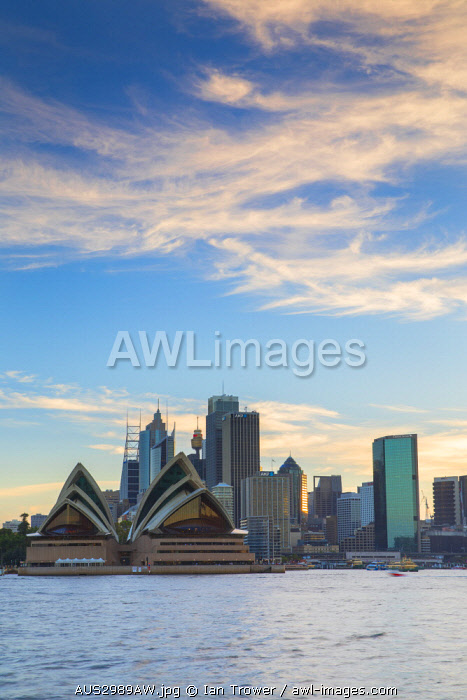 awl-images.com - Australia / View of skyline, Sydney, New South Wales, Australia