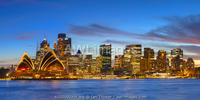 awl-images.com - Australia / View of skyline at sunset, Sydney, New South Wales, Australia