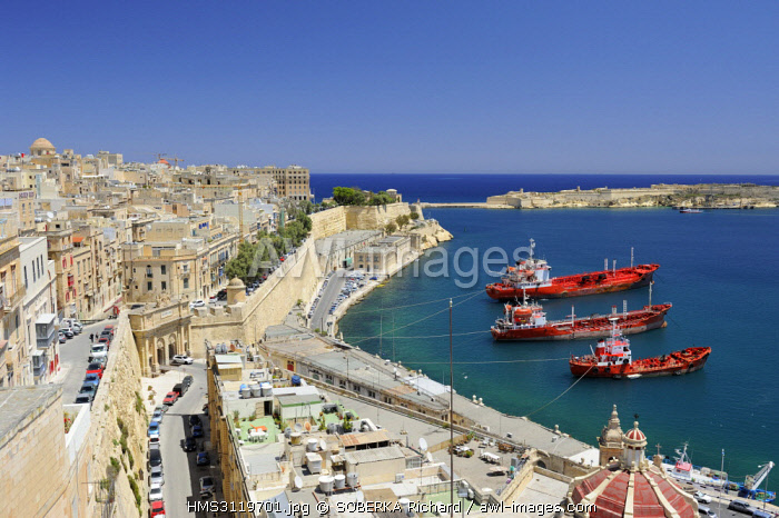 awl-images.com - Malta / Malta, Valletta listed as World Heritage by UNESCO, view of the Grand Harbor from the Upper Barrakka Gardens