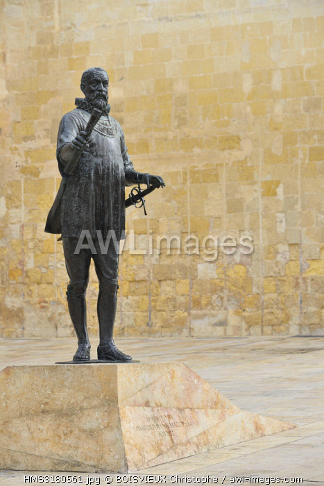 awl-images.com - Malta / Malta, Valletta, listed as World Heritage by UNESCO, Pjazza de Valette, Statue of knight Hospitaller Jean Parisot de Valette (1494-1568), Grand Master of the Order of Malta