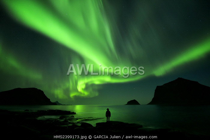 awl-images.com - Norway / Norway, Nordland, Lofoten islands, Vestvagoy island, Vik beach, silhouette of a woman and northern lights (aurora borealis)