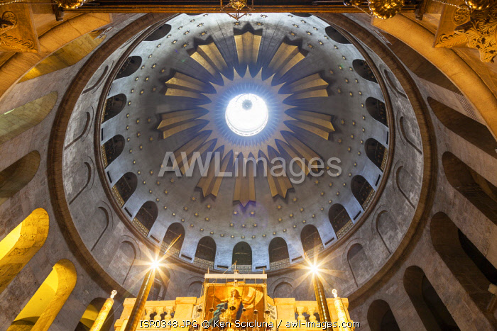 awl-images.com - Israel / Israel, Jerusalem. The central and main dome of the Church of the Holy Sepulchre on the place where the Holy sepulchre or the aedicula believed to be the place where Jesus Christ s tomb is.