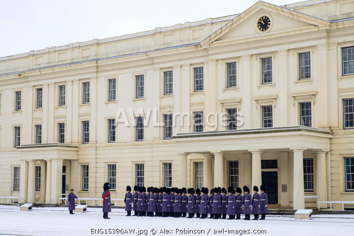 United Kingdom, England, London, Wellington Barracks, The Irish Guards Foot Guards battalion preparing for the changing of the guard ceremony in the snow