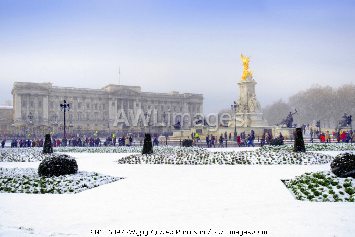 United Kingdom, England, London, Westminster, Buckingham Palace in the snow