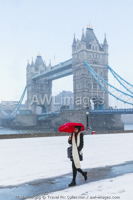 England, London, Southwark, Tower Bridge and Potters Field in the Snow