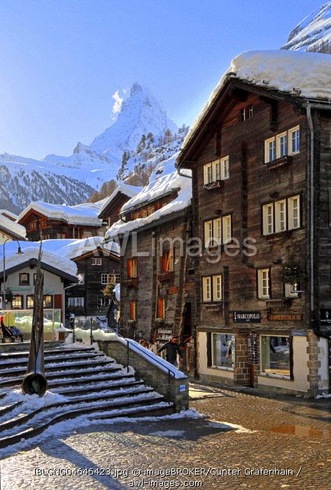 Typical old Valaisian houses at the church square in the back of Matterhorn 4478m, Zermatt, Mattertal, Valais, Switzerland, Europe