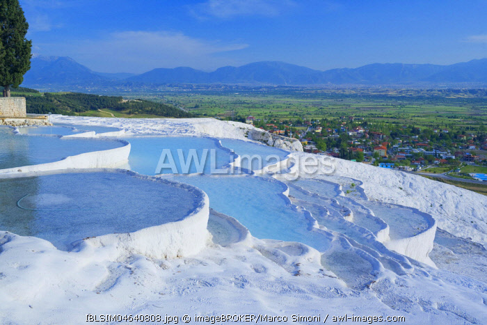 Terraced travertine thermal pools, Pamukkale, Anatolia, Turkey, Asia