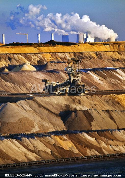 Open cast lignite mine with power station, Garzweiler, Juchen, Rheinische Braunkohlerevier, North Rhine-Westphalia, Germany, Europe