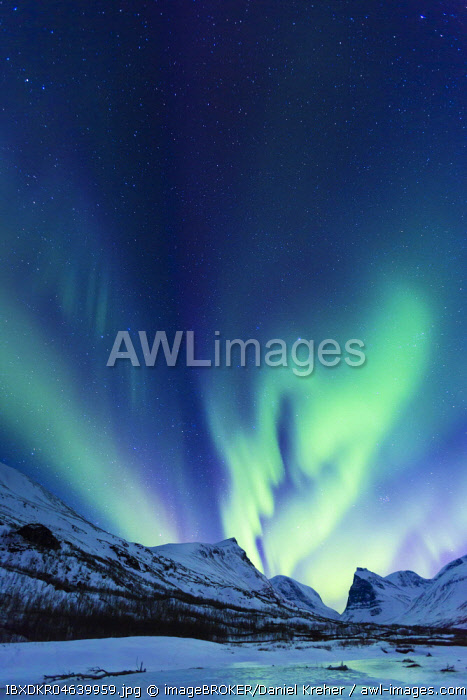 Northern Lights (Aurora borealis) over mountains, Kebnekaise Fjallstation, Kungsleden or king's trail, Province of Lapland, Sweden, Scandinavia, Europe