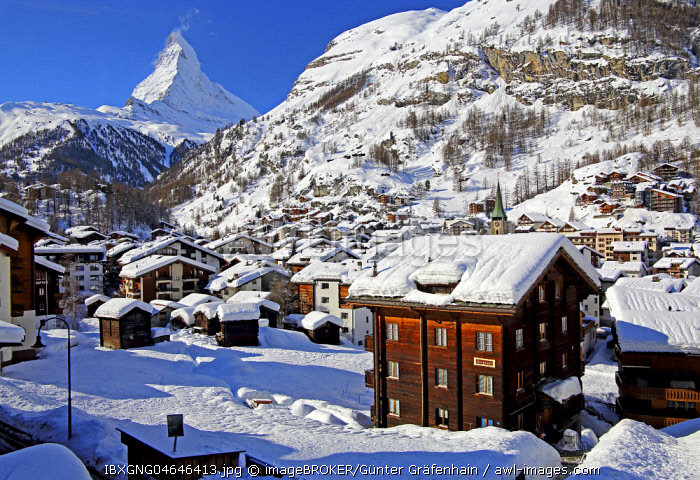 Village view in winter, rear Matterhorn 4478m, Zermatt, Mattertal, Valais, Switzerland, Europe