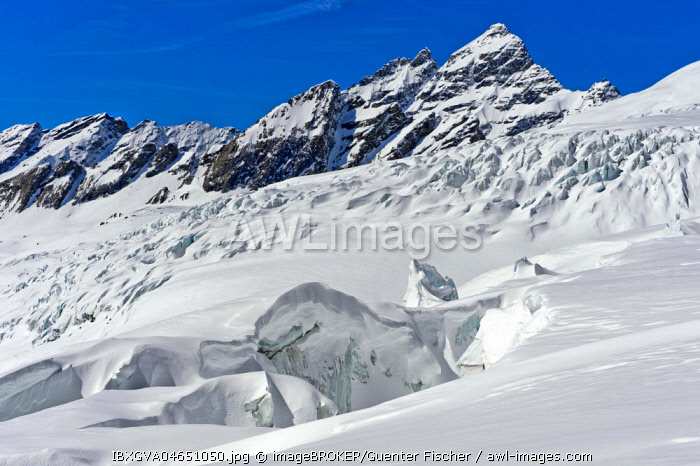 Seracs, towers of glacier ice and crevasses, Lang Glacier, Lotschental, Valais, Switzerland, Europe