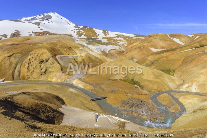 Mount Mænir rises above the hot spring area of Hveradalir, Kerlingarfjoll, Sudurland, Iceland, Europe