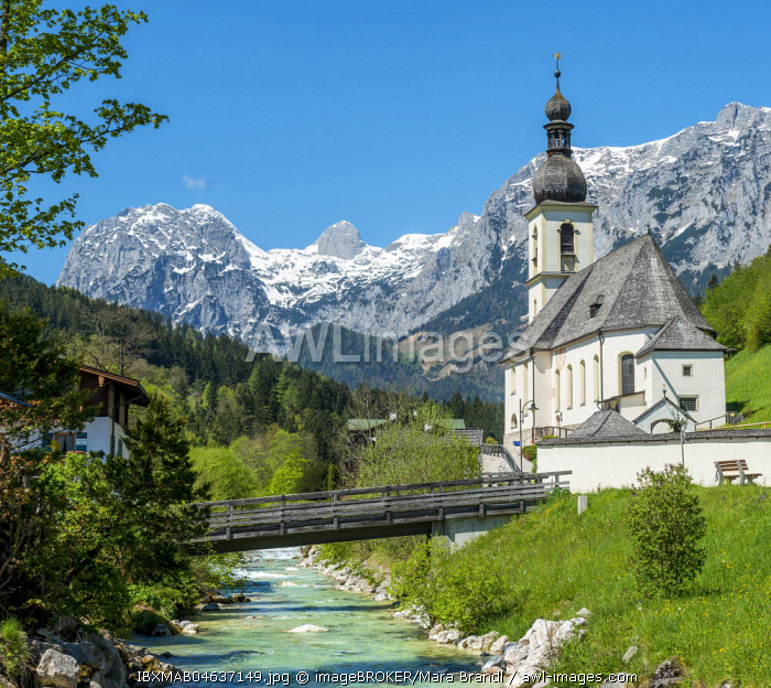 Parish church St. Sebastian, Ramsauer Ache, Reiteralpe in the background, Ramsau, Berchtesgaden area, Upper Bavaria, Bavaria, Germany, Europe