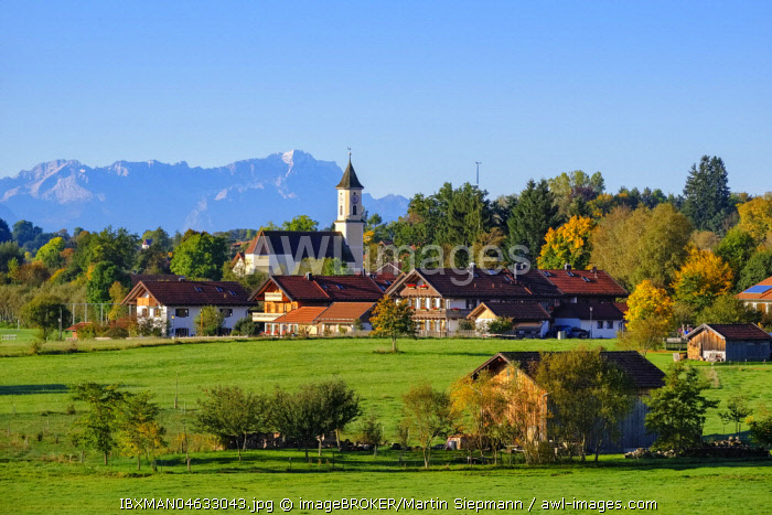 Deining near Egling with Zugspitze, Alpine foothills, Upper Bavaria, Bavaria, Germany, Europe