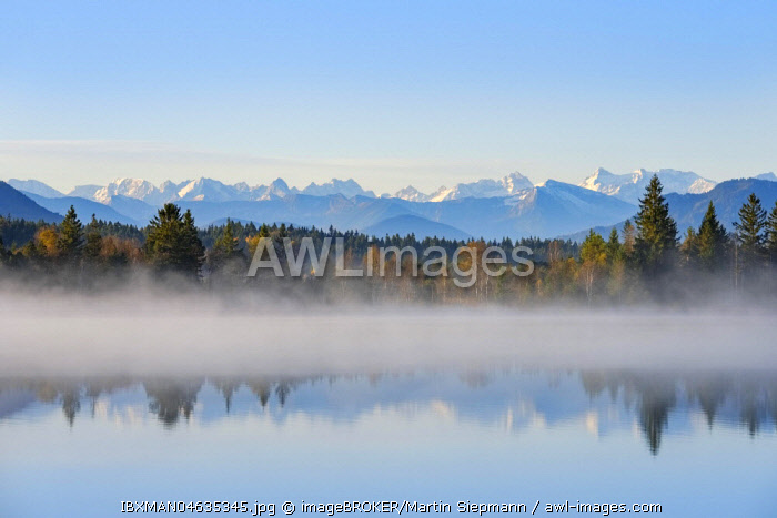 Autumn morning, with early morning fog at the Kirchsee, near Sachsenkam, alpine panorama with Karwendel Mountains, Upper Bavaria, Bavaria, Germany, Europe