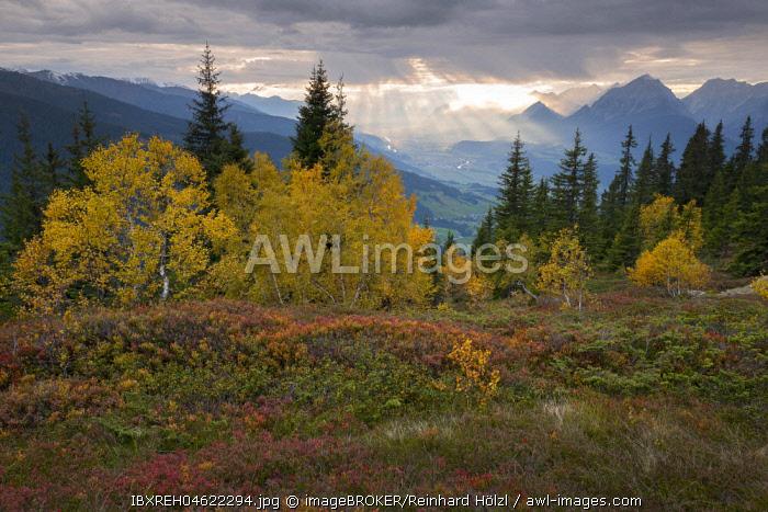 Naunz in autumn, Kellerjoch, Tuxer Voralpen, in the background the Lower Inn Valley, Tyrol, Austria, Europe