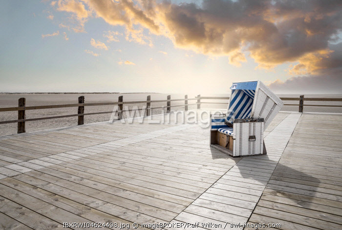 Lonely beach chair, Sankt Peter-Ording, Nordfriesland, Schleswig-Holstein, Germany, Europe