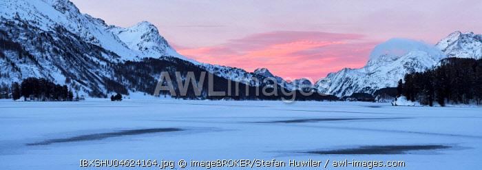 Frozen Lake Silsersee in winter, rear, Piz Cam, Pizzo di Prata, Piz Salacina, Piz Lizun, Pizzi di Maroz, Piz Duan, Sils, Upper Engadine, Canton Graubunden, Switzerland, Europe