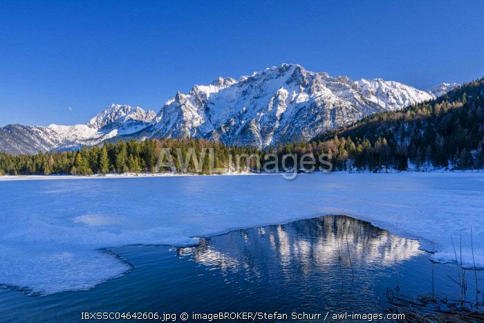 Lake Lautersee in winter, Werdenfelser Land, Upper Bavaria, Germany, Europe