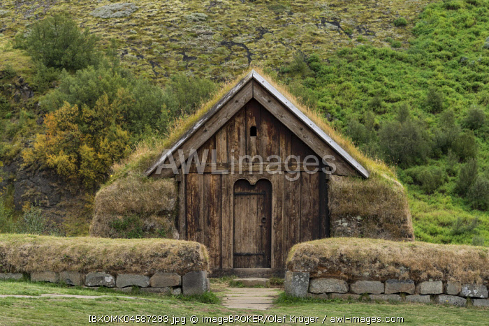 Wooden and peat building, reconstructed, Viking farmhouse, open-air museum, Haukadalsvegur, Iceland, Europe