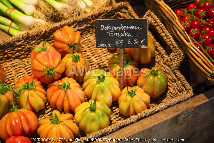 Beefsteak tomatoes for sale, Herten, Ruhr district, North Rhine-Westphalia, Germany, Europe