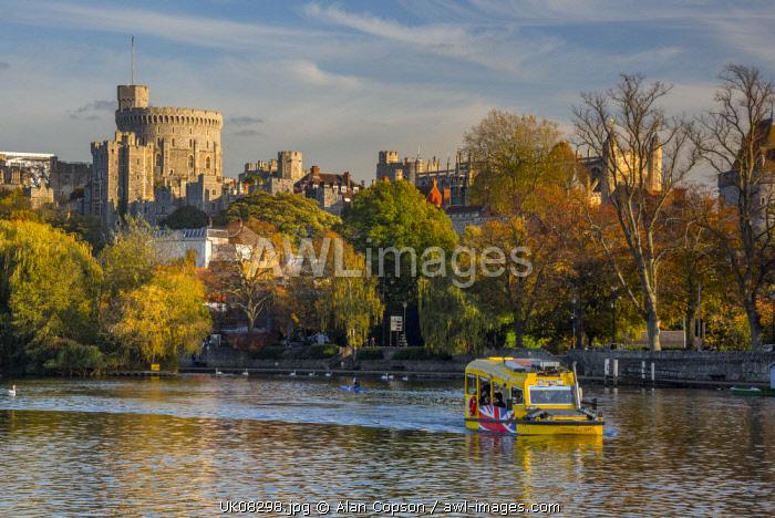 UK, England, Berkshire, Windsor, Windsor Castle from River Thames, Windsor Duck amphibious sightseeing tours