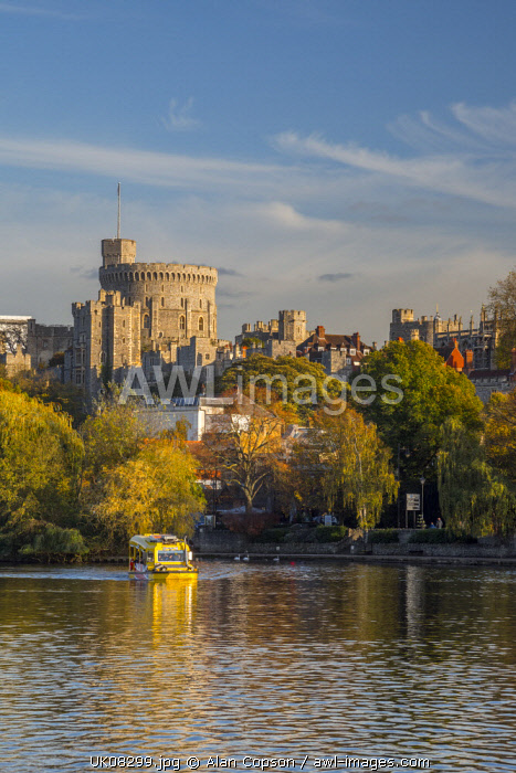 UK, England, Berkshire, Windsor, Windsor Castle from River Thames, Windsor Duck amphibious sightseeing tours