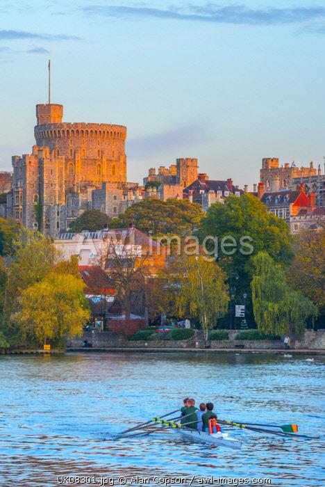 UK, England, Berkshire, Windsor, Windsor Castle from River Thames