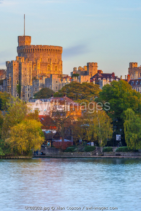 UK, England, Berkshire, Windsor, Windsor Castle from River Thames