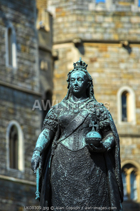 UK, England, Berkshire, Windsor, Windsor Castle, Queen Victoria statue