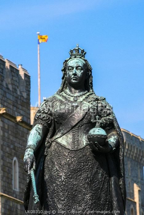 UK, England, Berkshire, Windsor, Windsor Castle, Queen Victoria statue