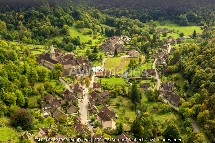 View on Baume-les-Messieurs, Jura department, Bourgogne-Franche-Comté, France, Europe