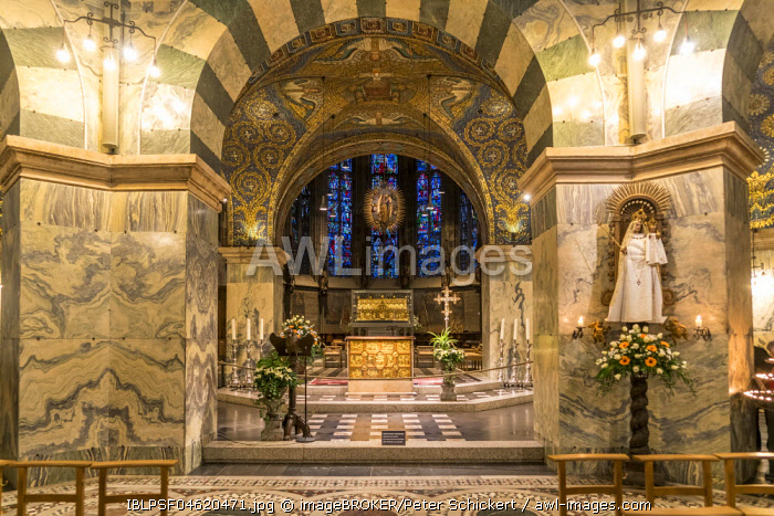 Altar room in the Aachen Cathedral, Aachen, North Rhine-Westphalia, Germany, Europe