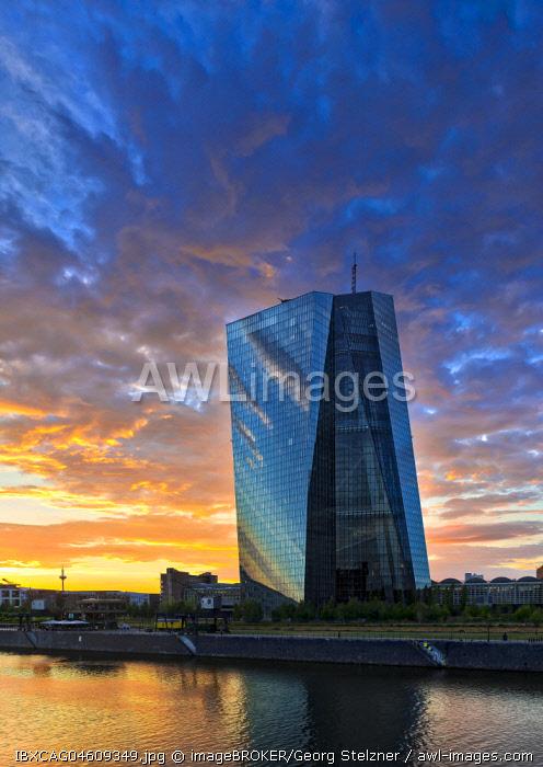 European Central Bank, ECB, at sunset, Deutschherrnbrucke, Frankfurt am Main, Hesse, Germany, Europe