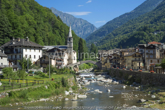 Historical Roman bridge over the Lys mountain river, Fontainemore, Lystal, Fontainemore, Aosta Valley, Italy, Europe