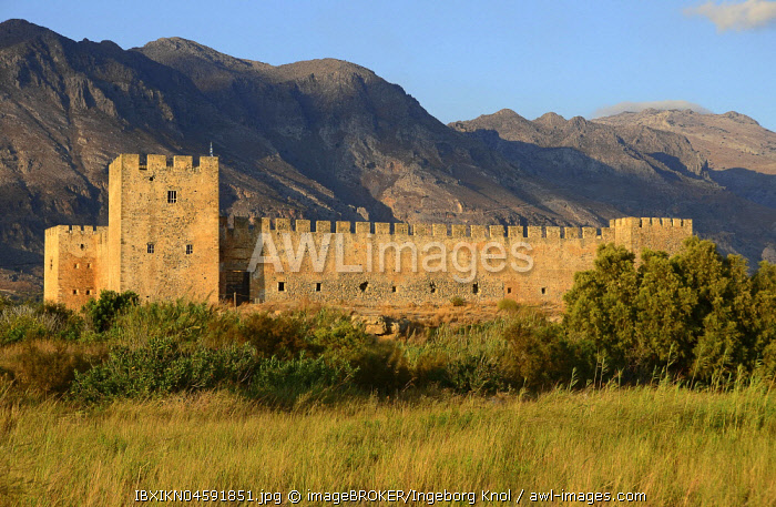 Frangokastello Castle in the evening light, Frangokastello, Sfakion, Crete, Greece, Europe