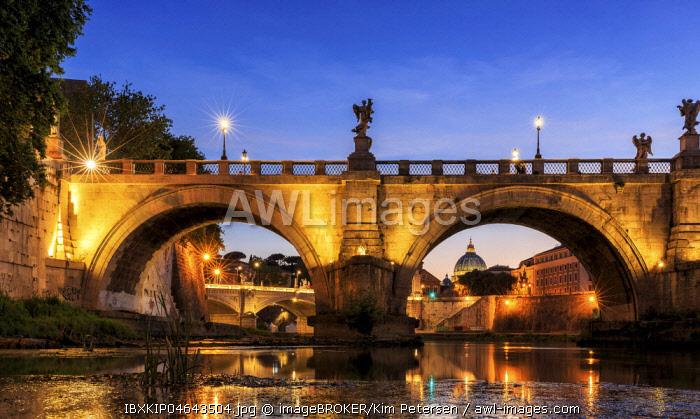 Ponte Sant'Angelo bridge over Tiber, dusk, Rome, Italy, Europe