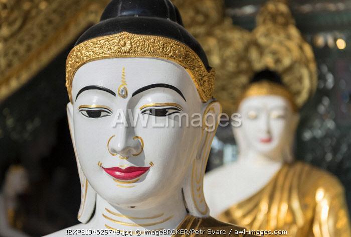 Buddha statues at Koo Chein Kan and Ma Kyee Kyee Hall, Shwedagon Pagoda, Yangon, Rangoon, Myanmar, Burma, Asia