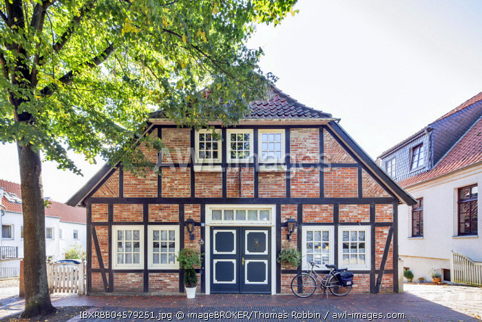 Half-timbered house in the historical town centre, Brake, Unterweser, Lower Saxony, Germany, Europe