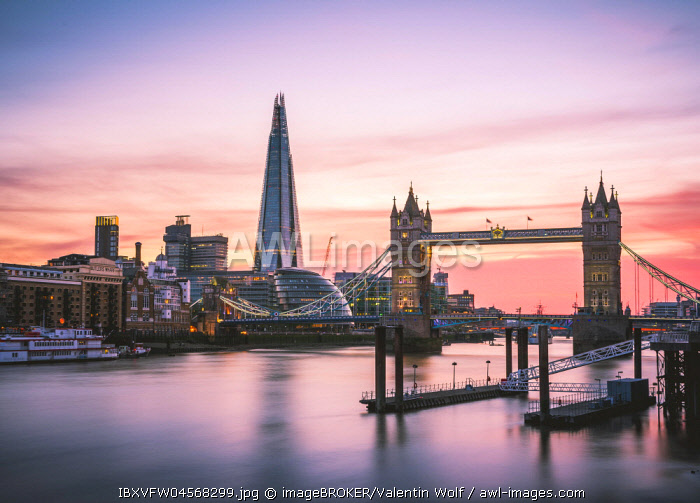 Themse, Themse, Tower Bridge, The Shard, Sonnenuntergang, Wasserspiegelung, Southwark, St Katharine's & Wapping, London, England, Großbritannien