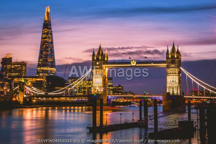 Themse, Tower Bridge, The Shard, Sunset, Night view, Illuminated, Water reflection, Southwark, St Katharine's & Wapping, London, England, United Kingdom, Europe