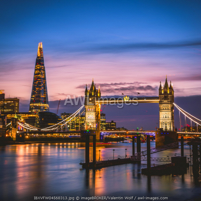 Themse, Tower Bridge, The Shard, Sunset, Night view, Illuminated, Water reflection, Southwark, St Katharine's & Wapping, London, England, United Kingdom, Europe