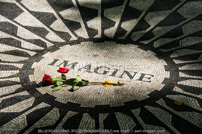 Strawberry Fields Memorial, Imagine mosaic with red rose in memory of John Lennon, Central Park, Manhattan, New York City, USA, North America